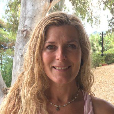 Ali Gilling - YOAS yoga teacher