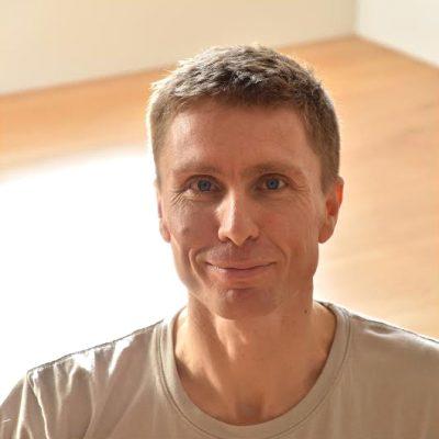 Rory Viggers - YOAS yoga teacher