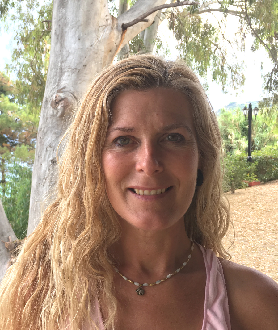Ali Gilling - YOAS yoga teacher