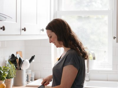 Ceri Jones - chef, cookery workshop leader & writer - YOAS - Yoga on a Shoestring